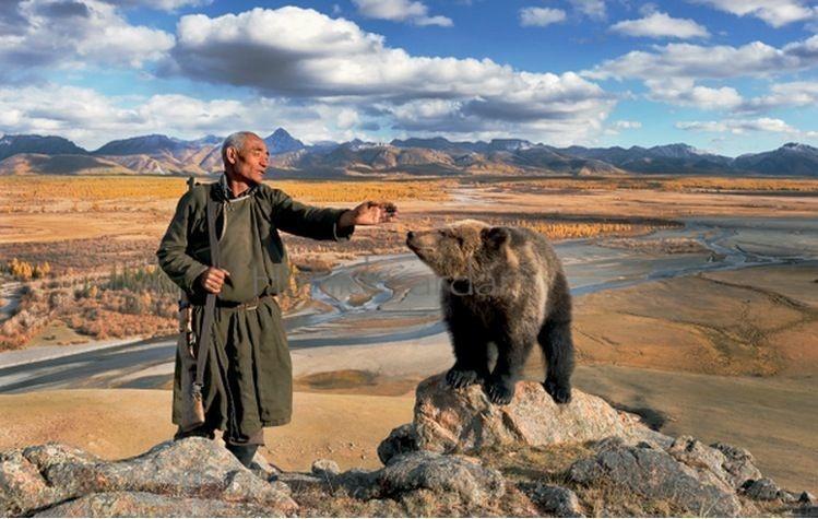 Mongolian Dukha tribe - man with bear