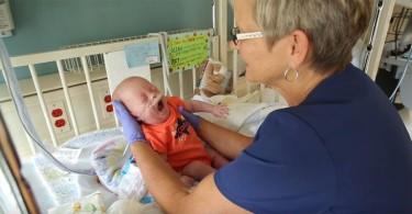 nurse reunites with babies